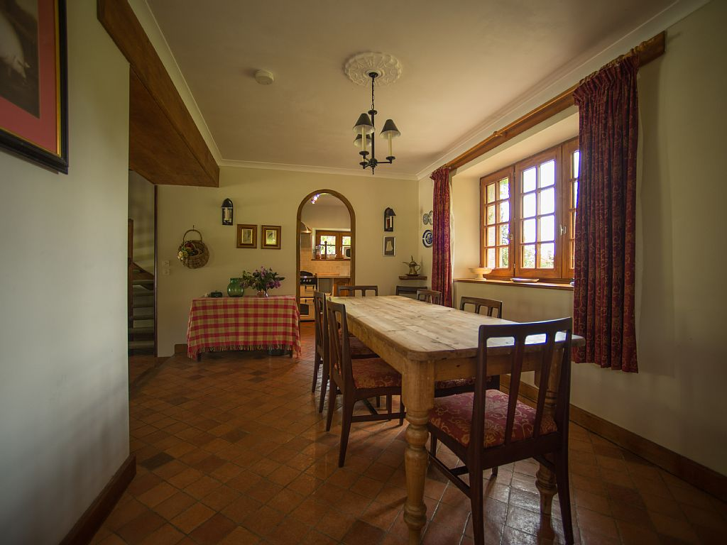 pond_cottage_dining_room